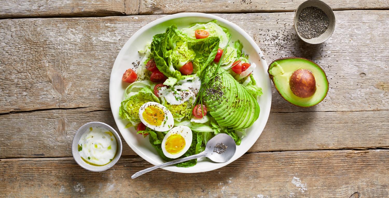 Avocado-Salat mit Bio-Ei