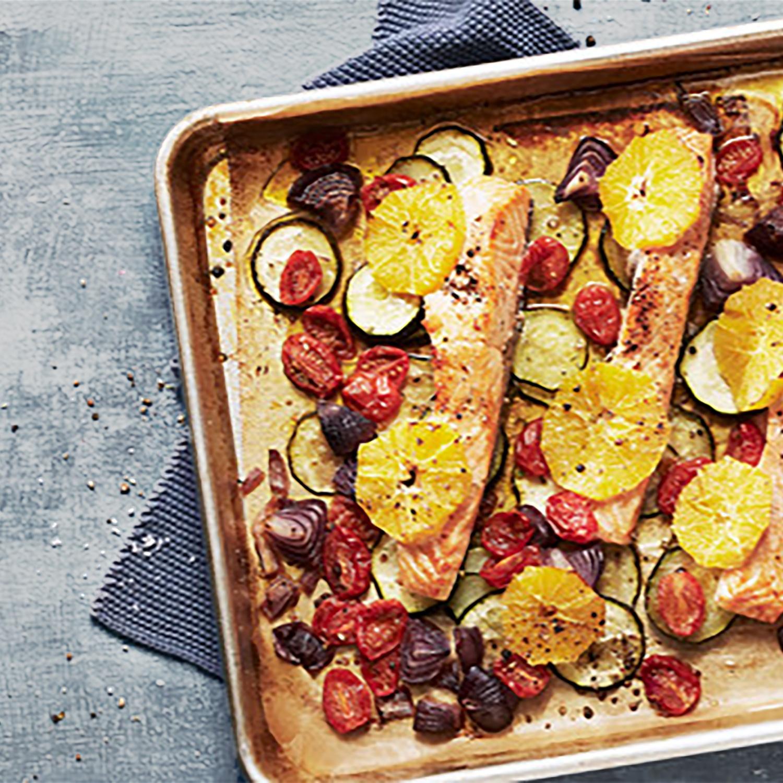One Pot Lachs im Ofen mit buntem Gemüse