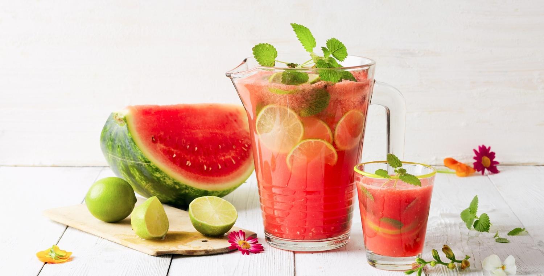 Frische Sommerdrinks: Melonen-Limonade und Maibowle