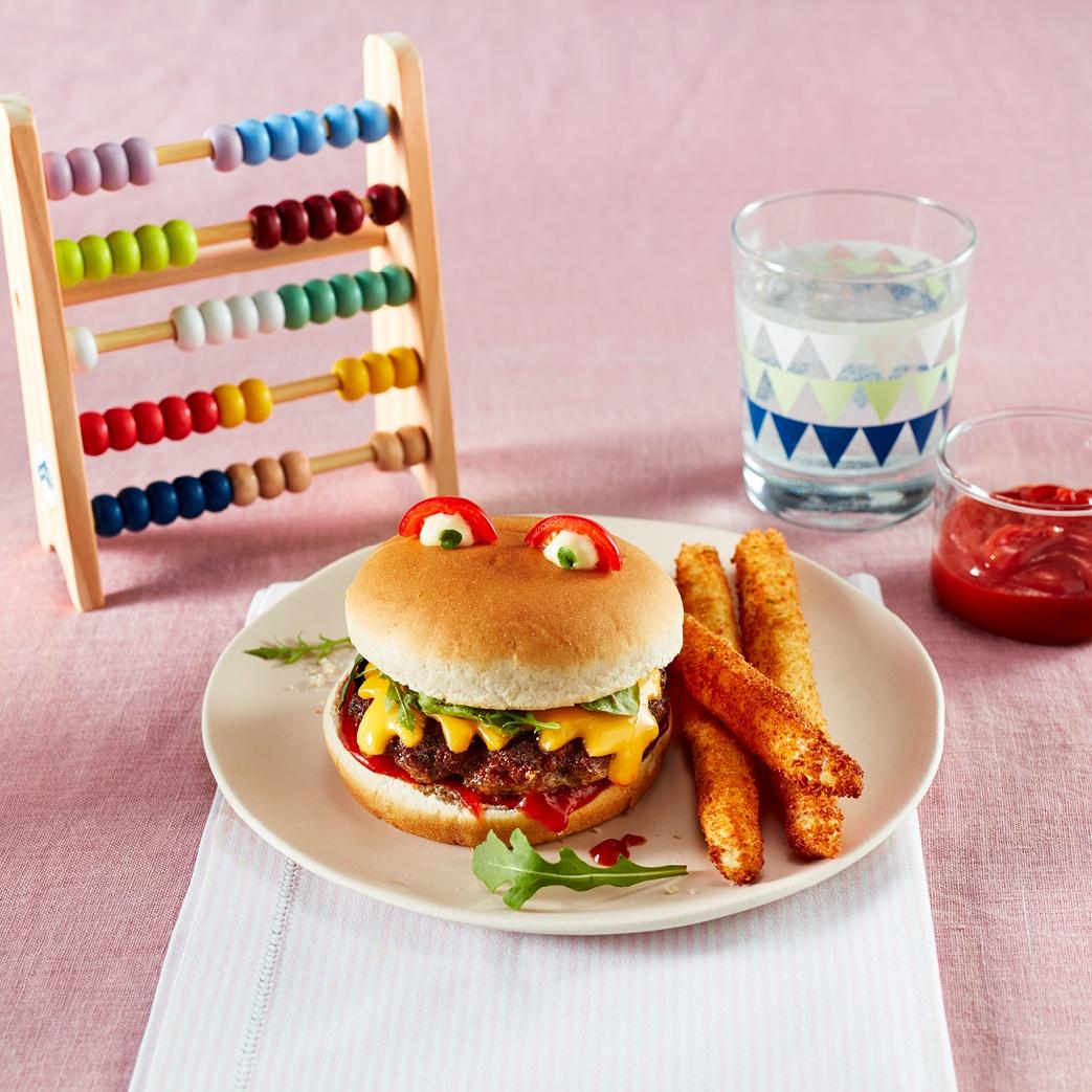 Klassische Hamburger im Monster-Look