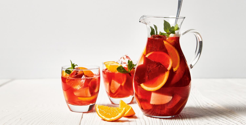 Sangria mit Orangenlikör und Rotwein