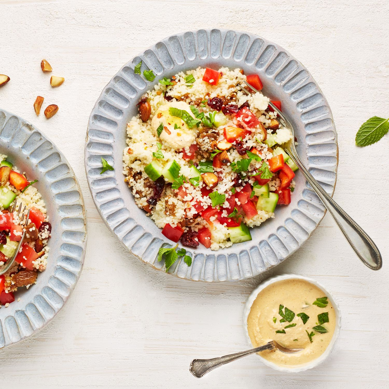 Veganer Couscous-Salat mit cremigem Tofudressing
