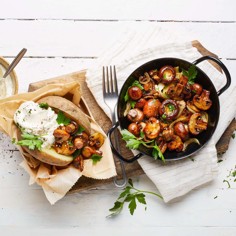 Champignon-Pfanne mit Folienkartoffeln und Dip