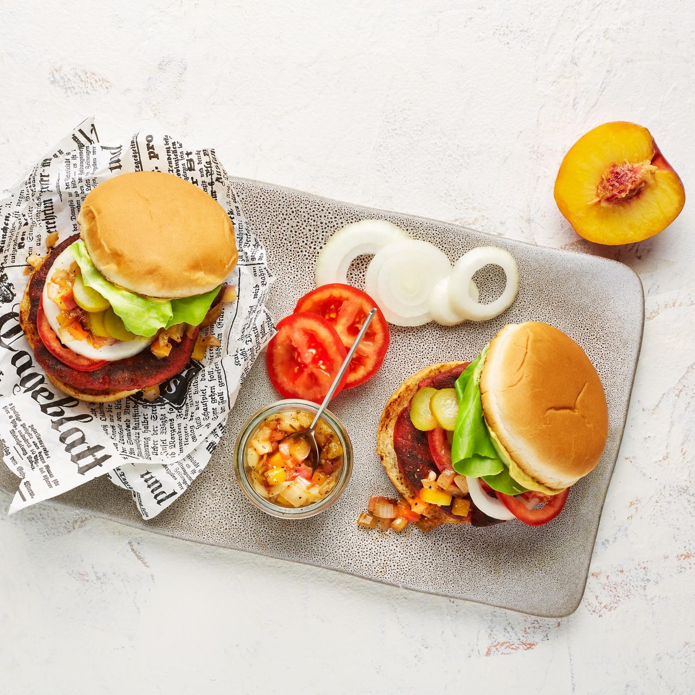Veganer Burger mit Pfirsich-Nektarinen-Salsa