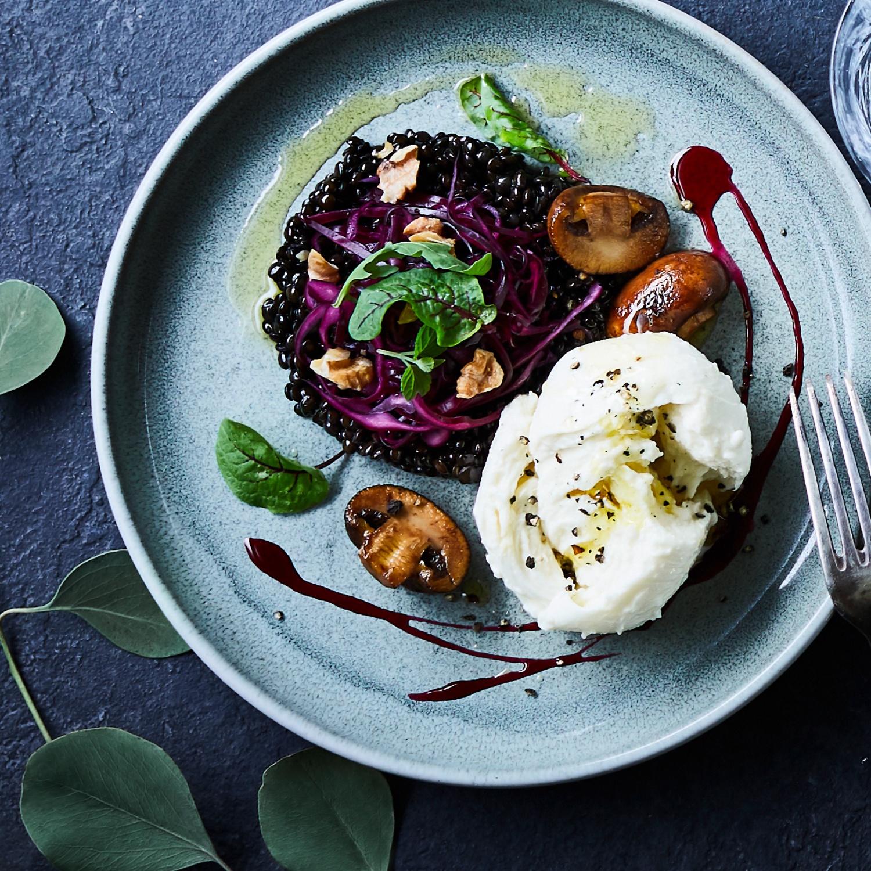 Beluga-Linsen-Mozzarella-Salat mit Flor do Algarve