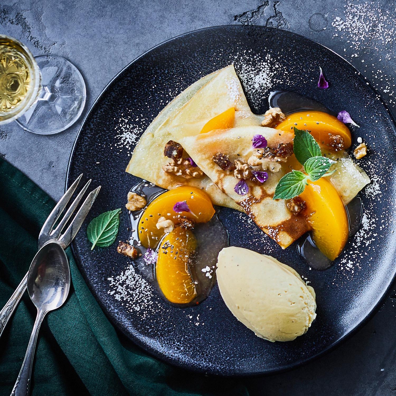 Crêpes mit Früchtebrot-Nuss-Crunch