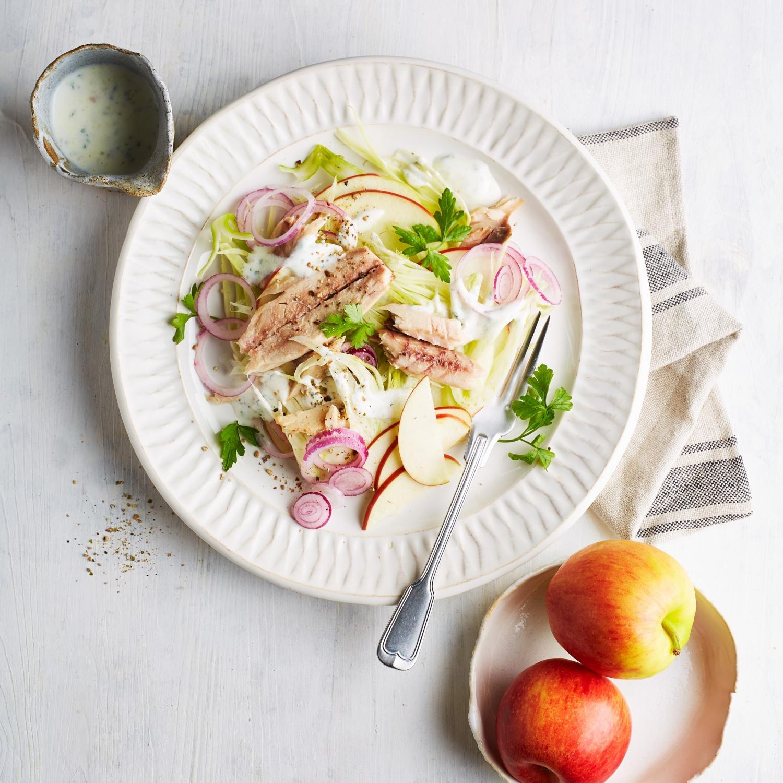Makrelenfilets auf Fenchel-Apfel-Salat