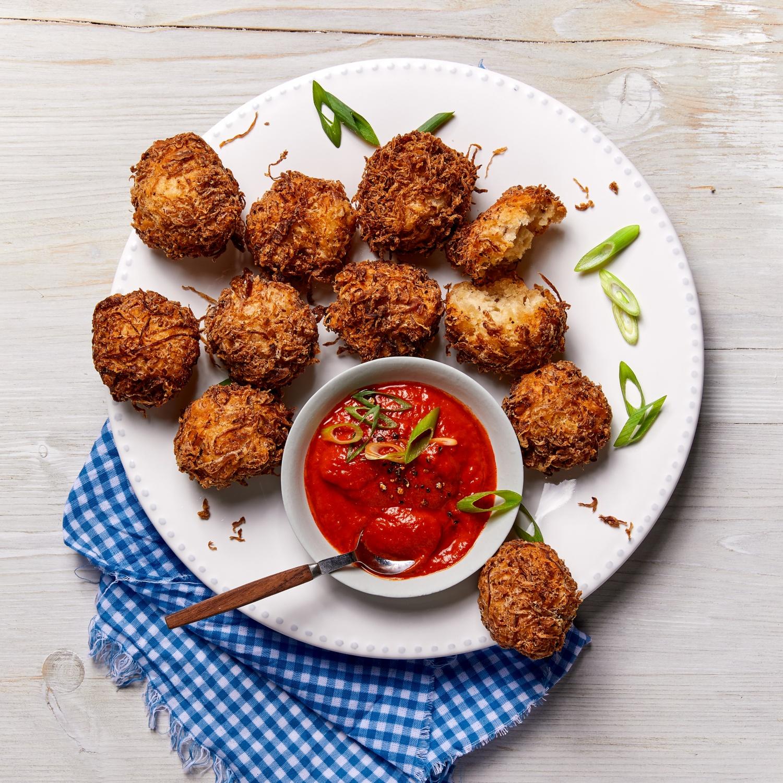 Sauerkraut-Balls mit Paprikadip