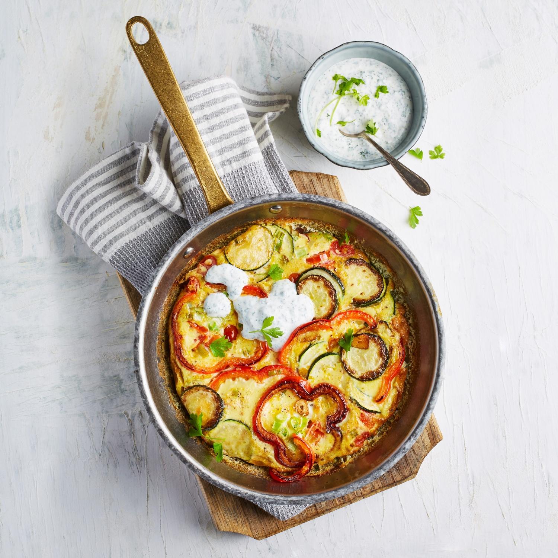 Gemüse-Frittata mit Kräuterdip