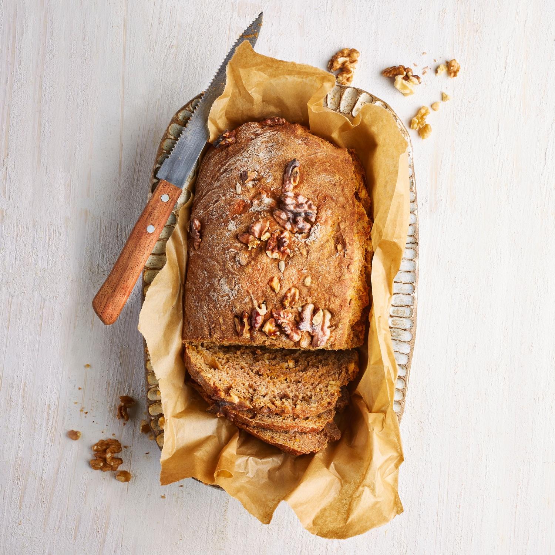 Veganes Karottenbrot mit Walnüssen und Kernen
