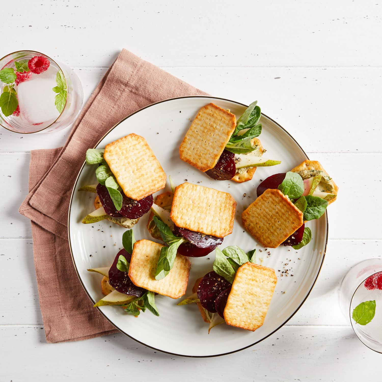 Mini-Cracker-Sandwichs mit Cashewcreme