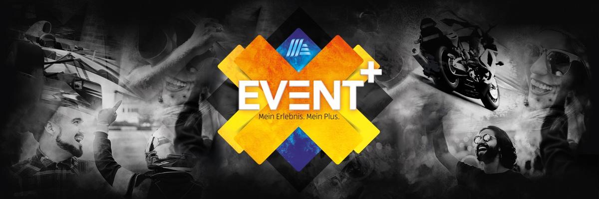 Dunkler Hintergrund mit Personen und darauf das HOFER Event+ Logo.