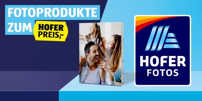 Fotoprodukte zum HOFER PREIS. HOFER FOTOS Fotobuch. Daneben ist das HOFER FOTOS Logo zu sehen.