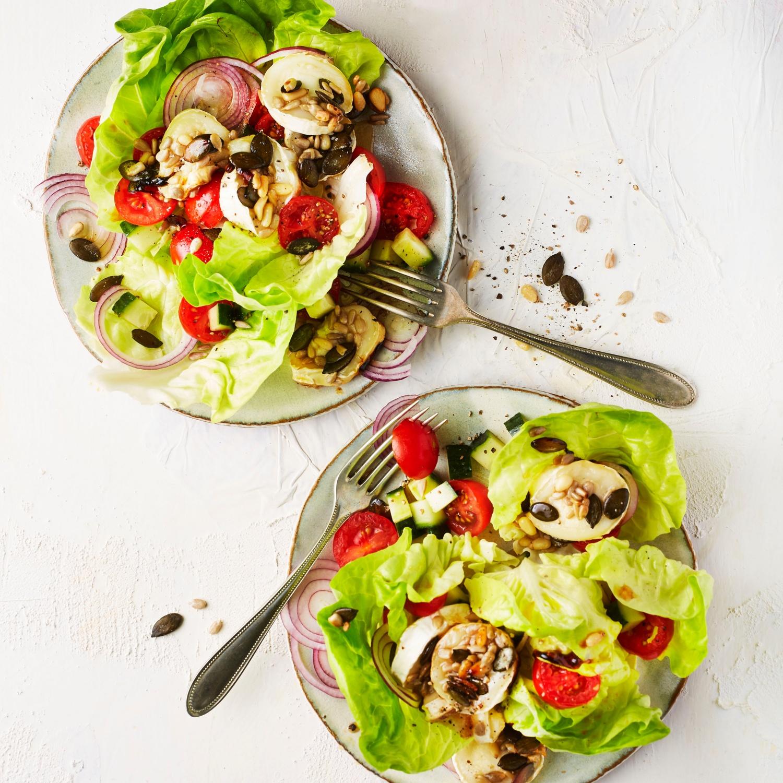 Gratinierter Ziegenkäse auf Salat mit Honigdressing
