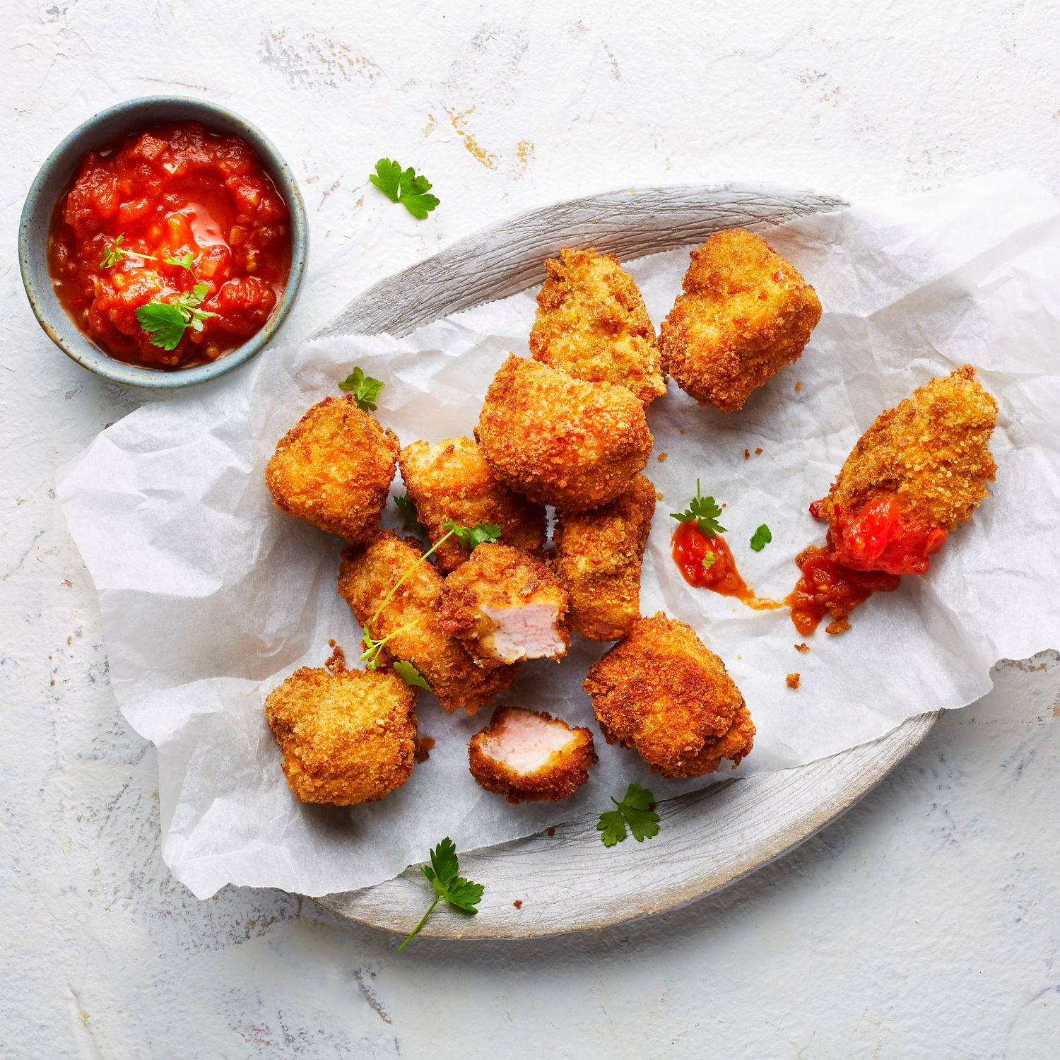 Knusprige Medaillon Nuggets mit Spicy Tomatensauce