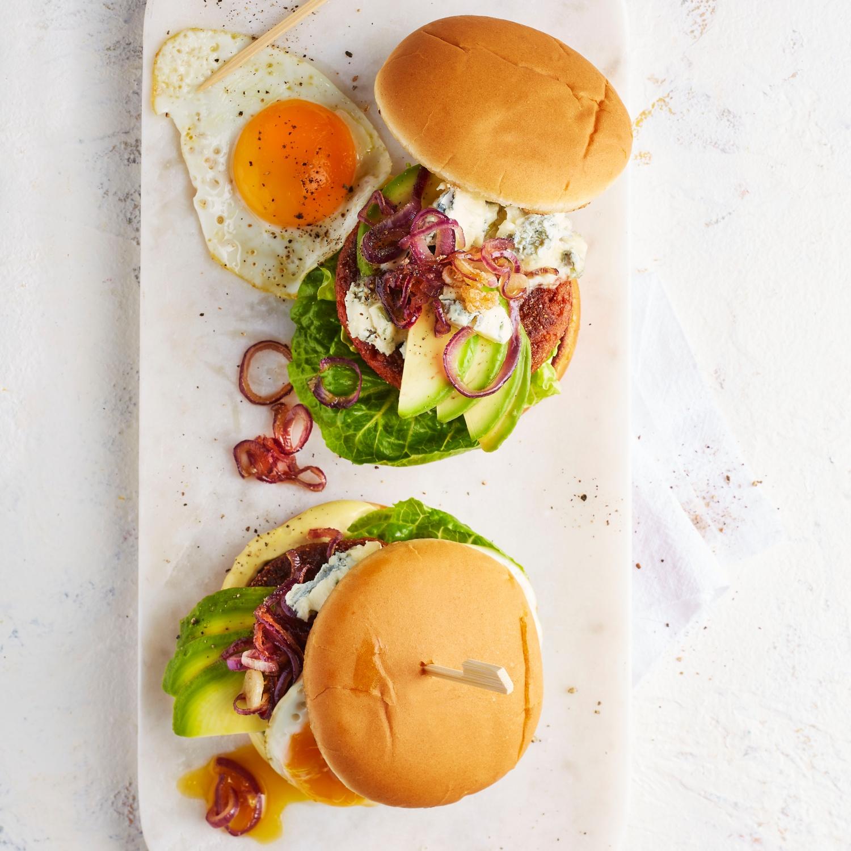 Veggie-Burger: Mit Avocado und Spiegelei