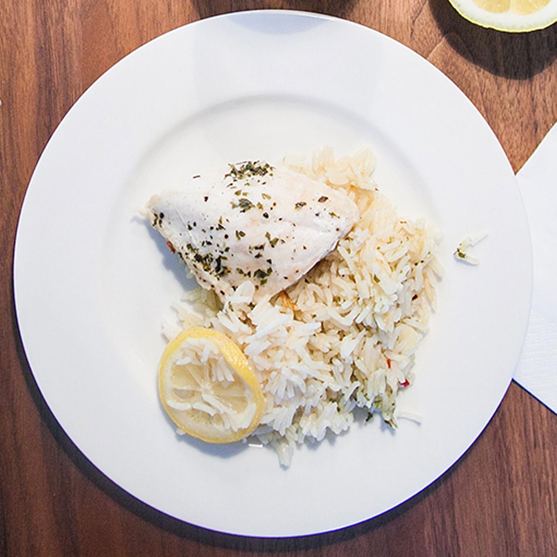 One-Pot Zitronen Kräuter Hühnchen mit Reis