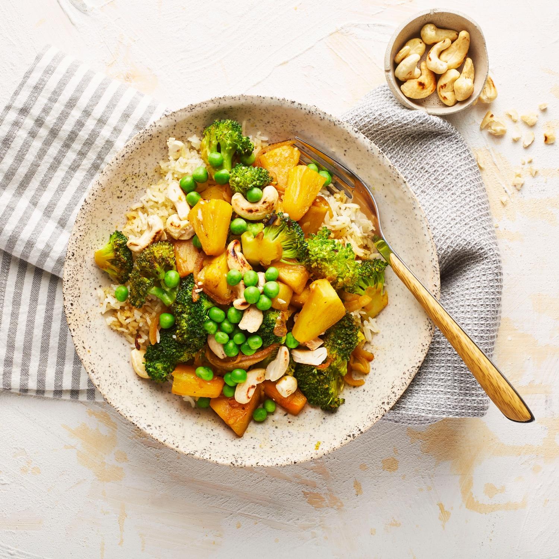 Gebratener Reis mit Curry und Ananas