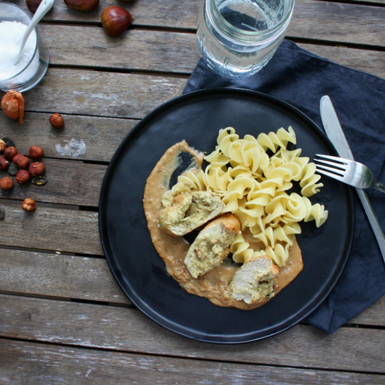 Hühnerbrust mit Nussfüllung und Maroni-Soße