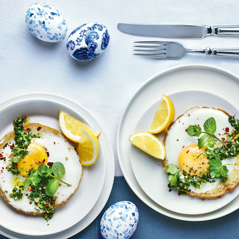 Egg Hoppers mit Kräutersalsa