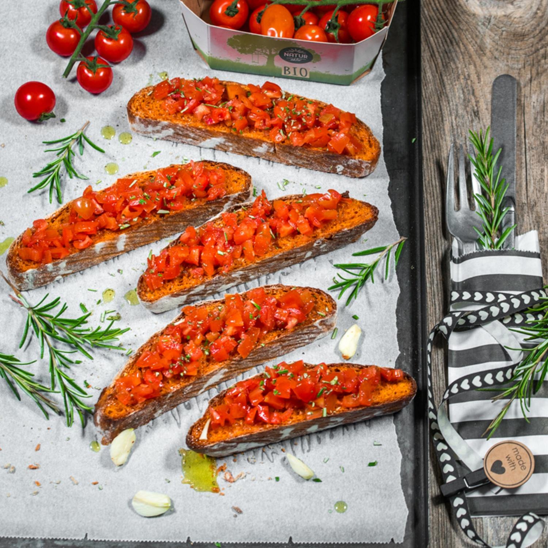 Bruschetta mit selbstgebackenem Tomatenciabatta