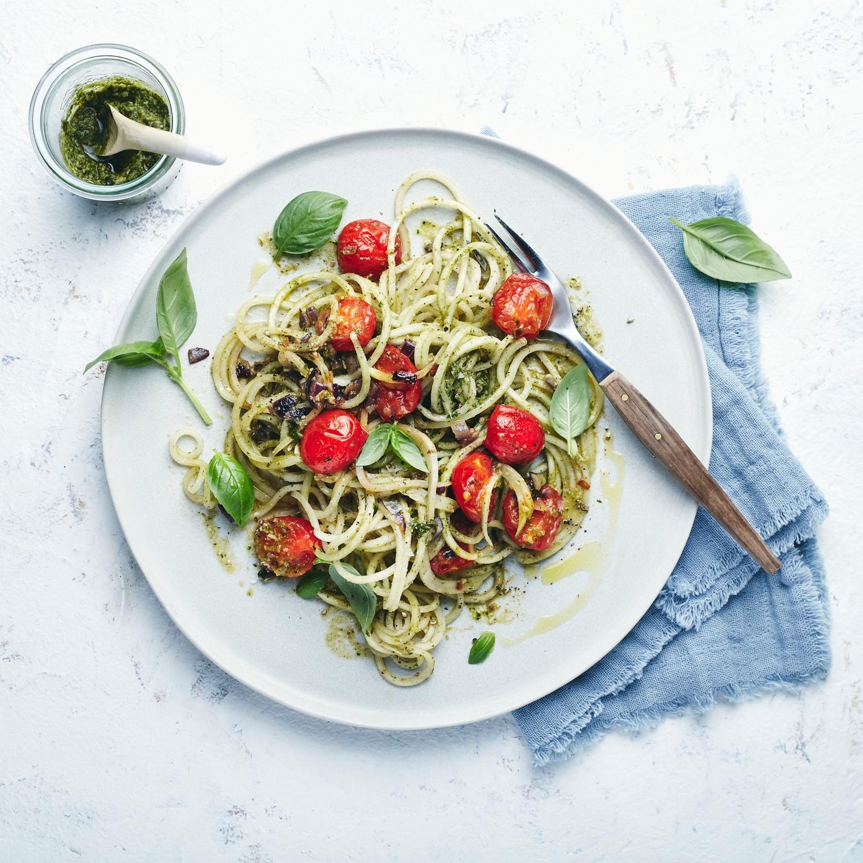 Schnelle Low-Carb-Spaghetti mit Pesto