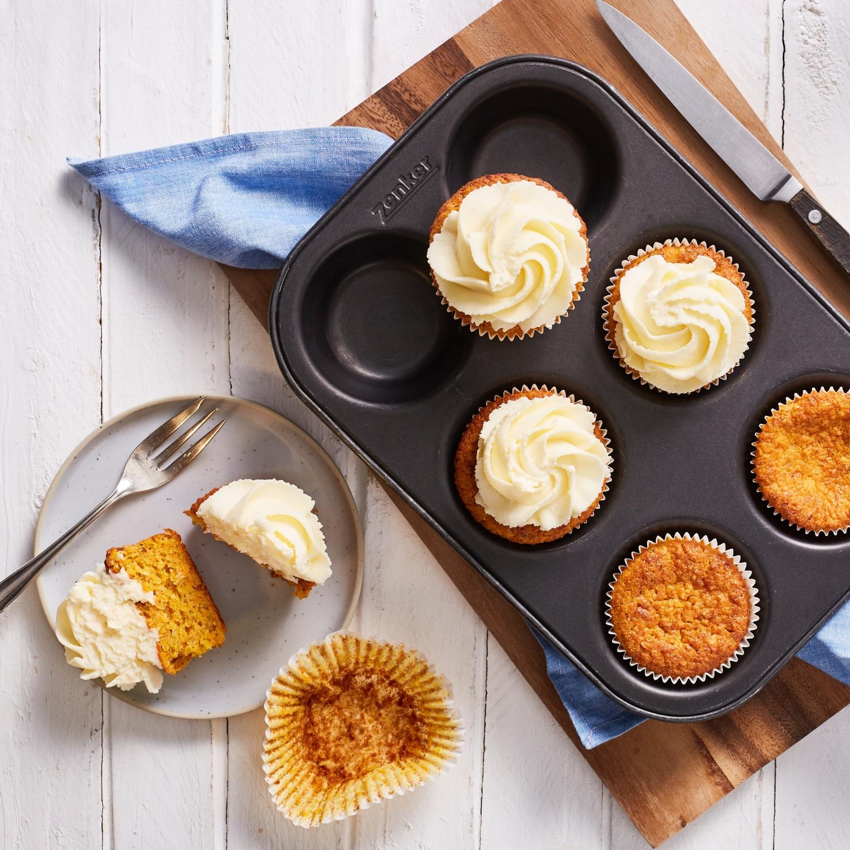 Möhren-Cupcakes mit Frischkäse-Frosting