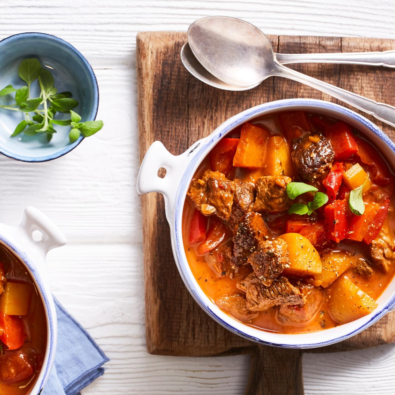 One Pot Rotweingulasch mit Kartoffeln