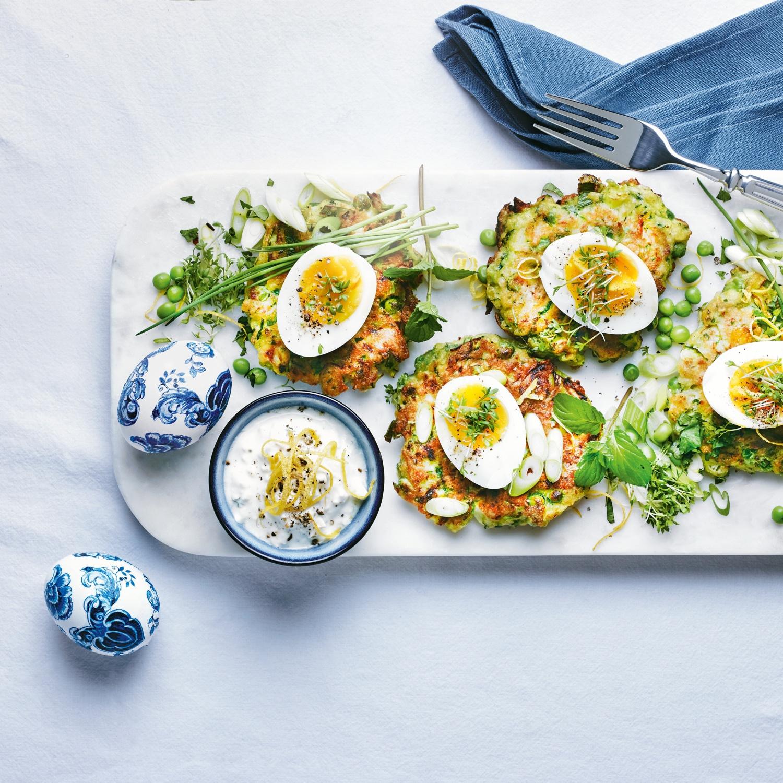 Thermomix-Rezept: Zucchini-Röstis mit Erbsen, Ei und Joghurt-Dip
