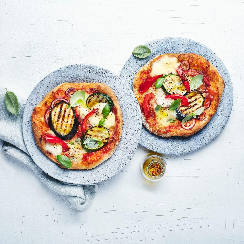 Pizza con Verdure e Prosciutto