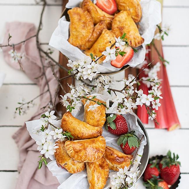 Erdbeer-Rhabarber- Taschen