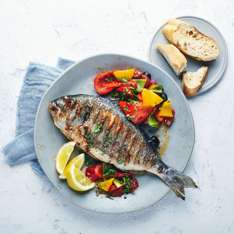 Mediterrane Kräuter-Dorade vom Grill