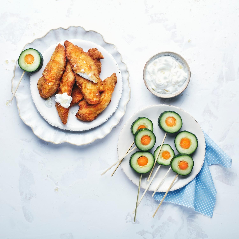 Easy Chicken-Nuggets mit Ananas-Dip und Gurken-Lollies