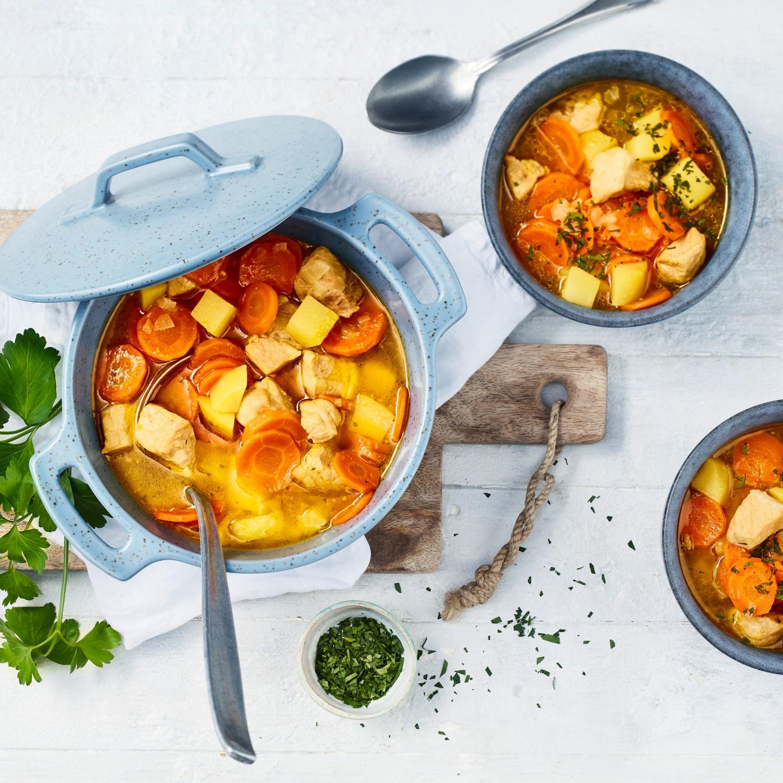 Möhreneintopf mit Nackenkotelett und Kartoffeln