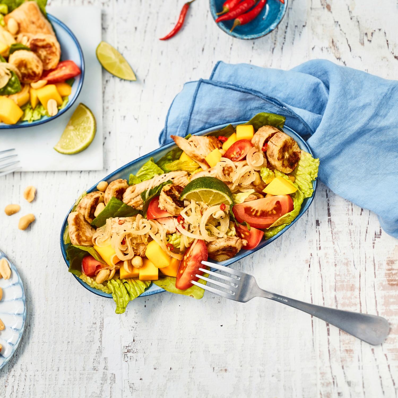 Exotischer Salat mit Putenstreifen und Banane