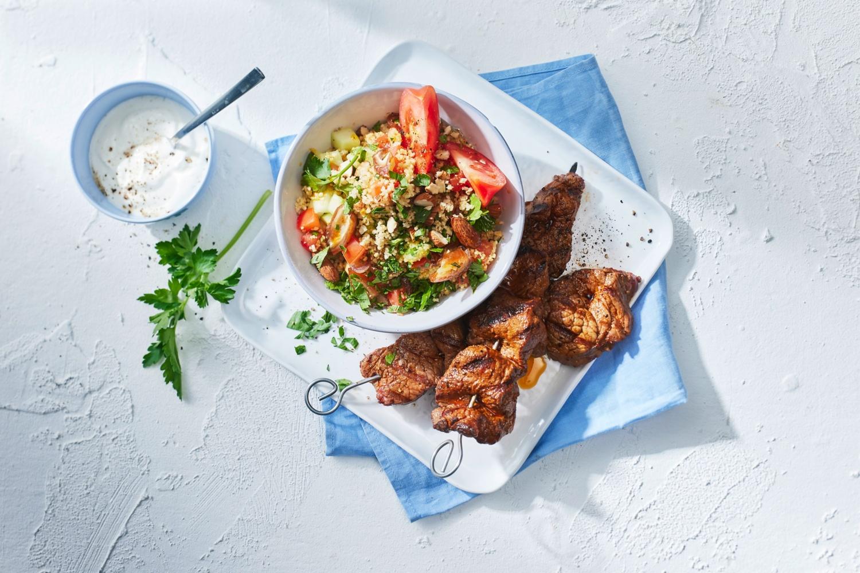 Orientalischer Couscous-Salat zu Steak-Spießen