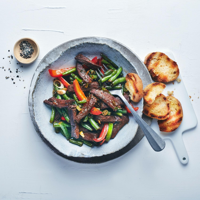 Scharfes Rindfleisch mit Paprika und grünen Bohnen