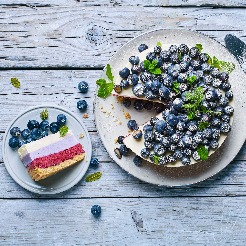 Heidelbeer-Schichttorte (Ombré Cheesecake)