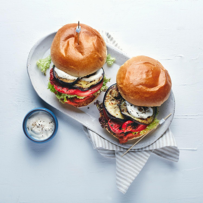 Auberginen-Burger mit Knoblauchmayonnaise