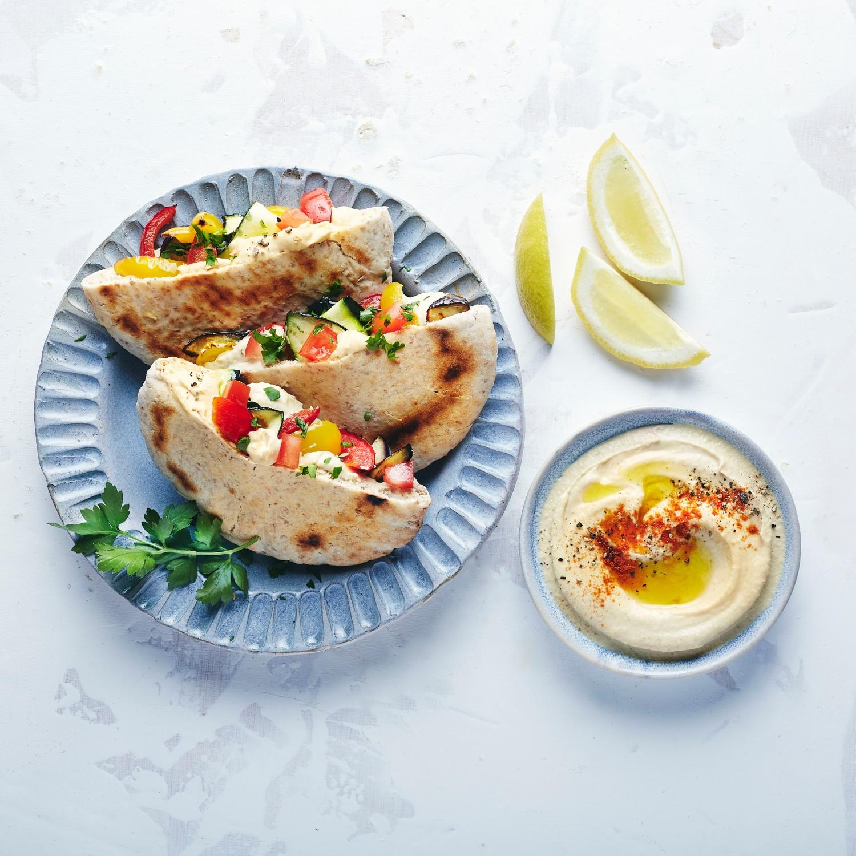 Vegane Pitataschen mit Hummus und Grillgemüse