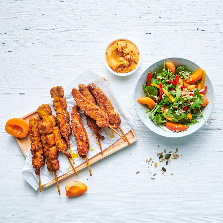 The Wonder Flammspieße mit Paprika-Aprikosen-Salat