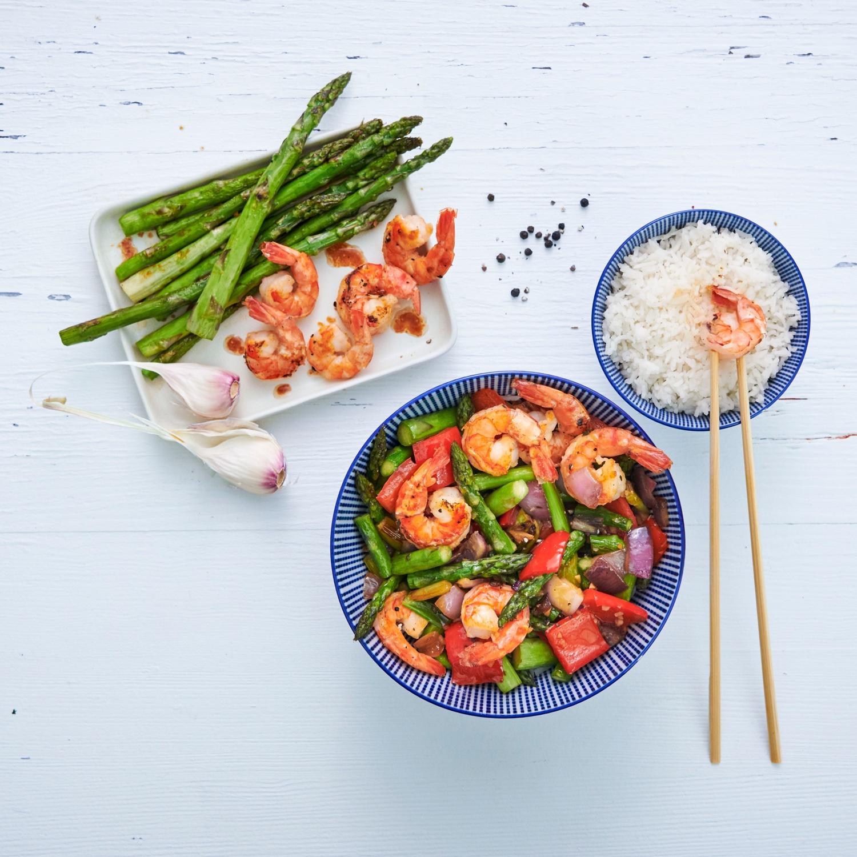 Asiatisches Wokgemüse mit grünem Spargel