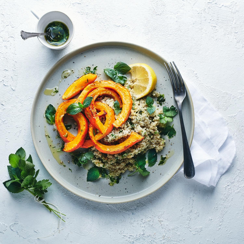 Ofen-Kürbis auf Quinoa-Minz-Salat