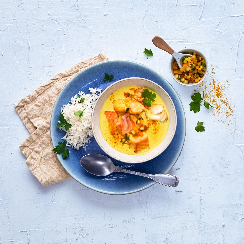 Curry-Fischtopf mit Gurkenrelish