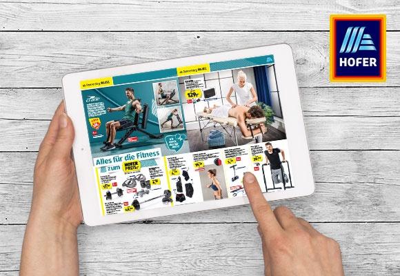 Das online HOFER-Flugblatt wird auf einem Tablet betrachtet.