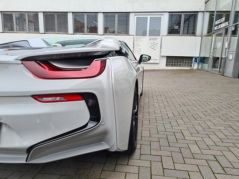 BMW i8 Roadster