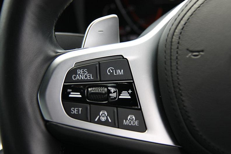 320i Sedan RHD