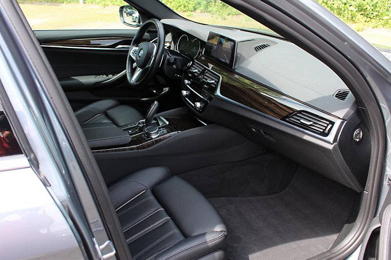 540i xDrive Touring