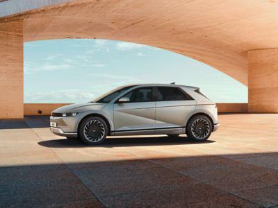 Hyundai 01 IONIQ Lifestyle Charging