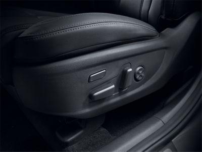 Image of the new Hyundai Santa Fe's 8-way adjustable power front seats.
